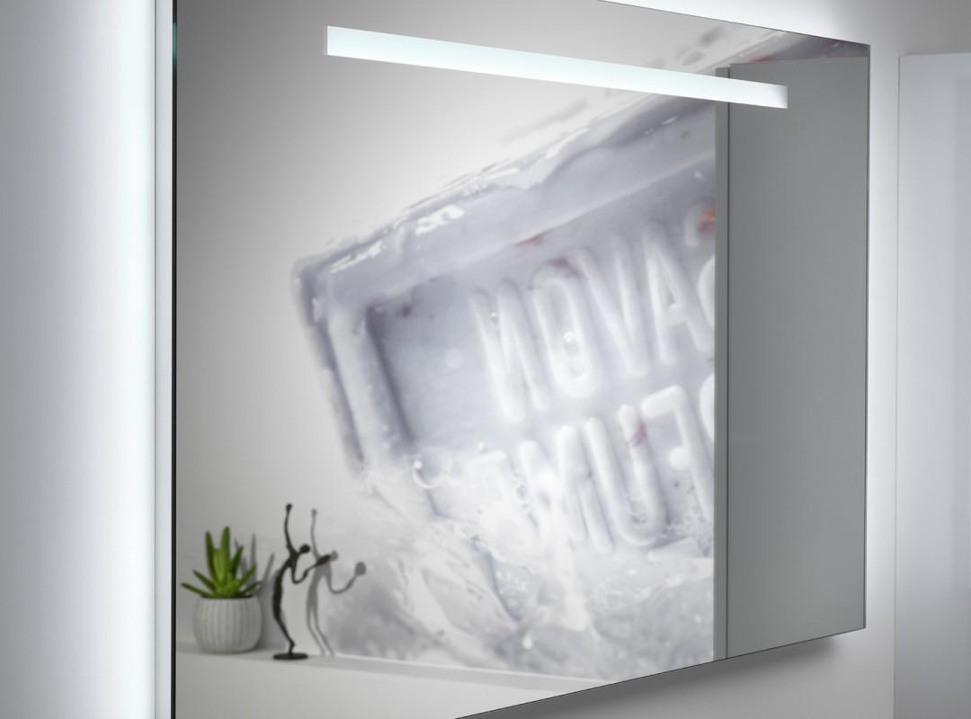 Spiegel met led-verlichting achteraan en vooraan