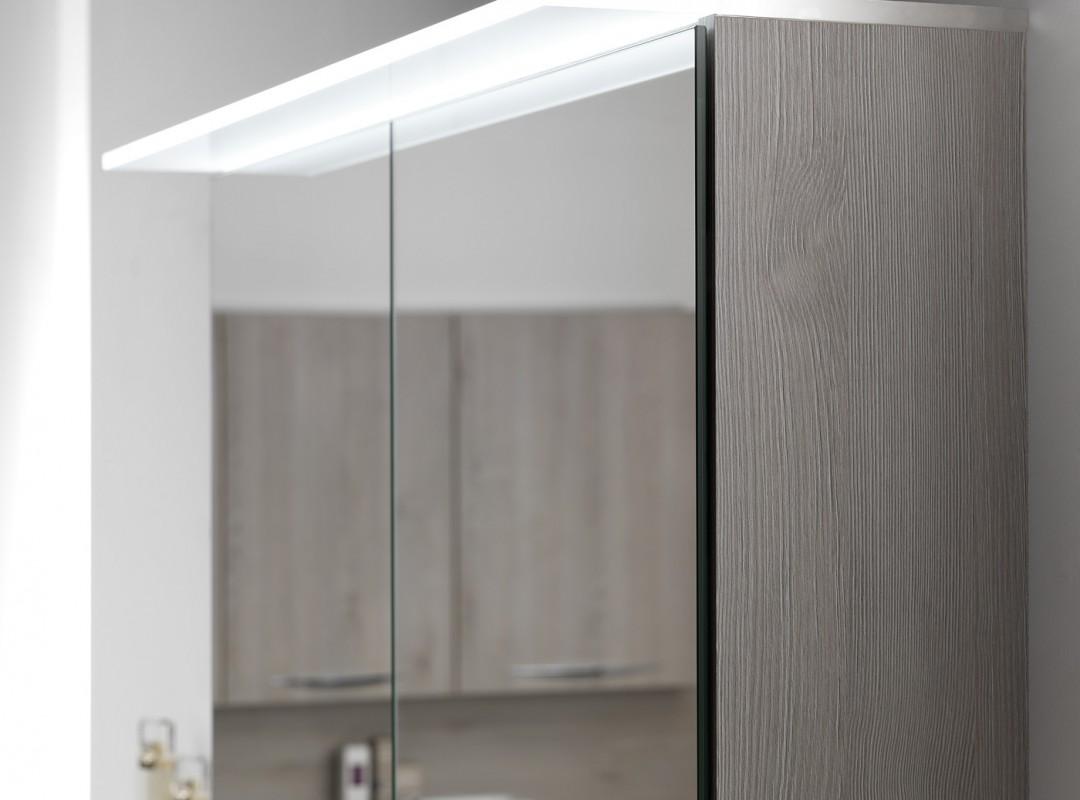 Detail luifel in plexi met led-verlichting